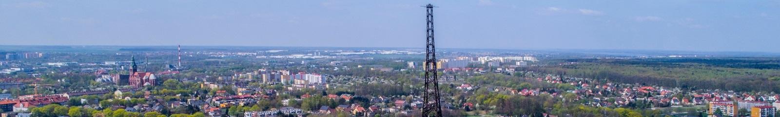 Radiostacja na tle miasta